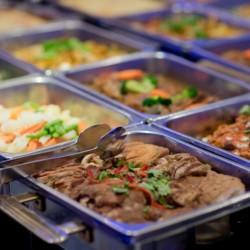 Le Nouveau chef de cuisine vous attend pour sa formule Buffet Midi à volonté + Accès piscine • The Blue Kafé
