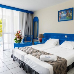 Séjour pour 4 personnes avec Petit déjeuner à partir de 1 nuit • Canella Beach Hôtel : 5J4N