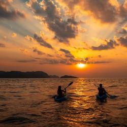 Explorez la côte et les bords de mer en kayak ou en paddle • Jet Adventure