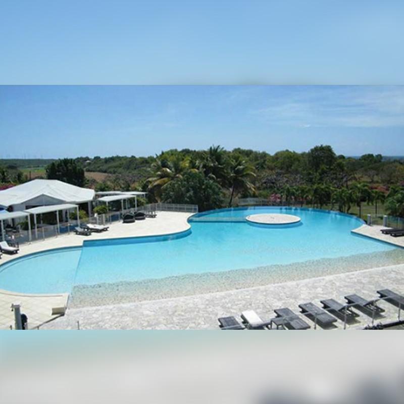 Buffet à volonté et Accès piscine pour un moment de partage entre amis ou en famille • The Blue Kafé