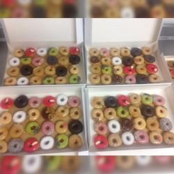 24 ou 50  mini donuts parfums divers pour le plus grand plaisir des petits et des grands• D&D Factory